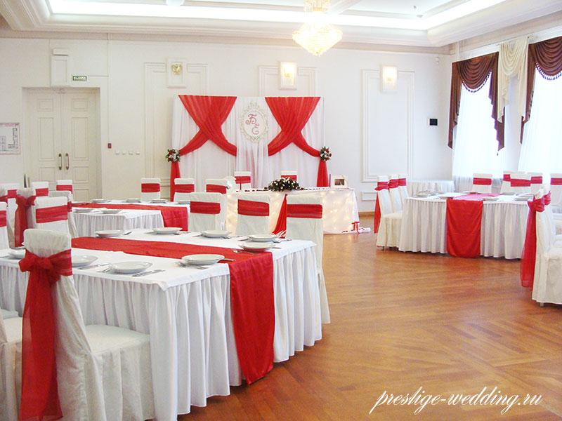 простые ромашки красный цвет зала ресторана фото петербурге снято