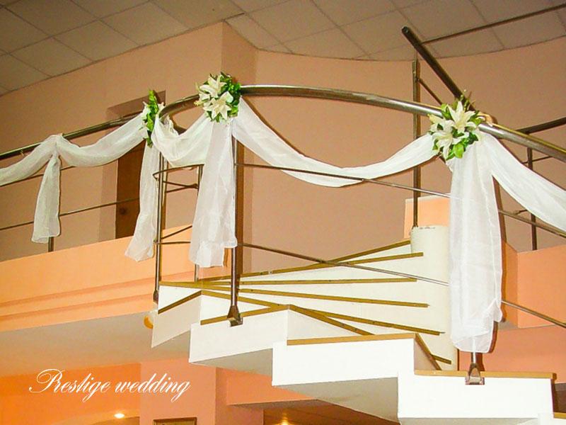 Украшение перил на свадьбу