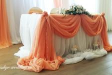 Свадебный стол оформленный тканями