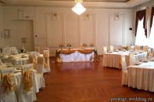 Оформление зала золотым цветом