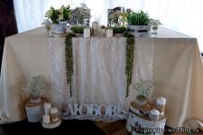 Спилы и пеньки в декоре свадьбы