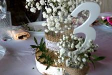 Декор стола гостей на свадьбе в стиле рустик