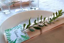 Декорируем стол гостей живой зеленью