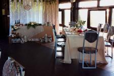 Зал в стиле рустик для свадьбы