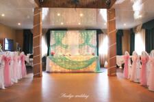 Оформление зала на свадьбу в мятном и розовом цветах