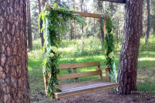Оформление качелей для свадьбы в стиле лесной сказки