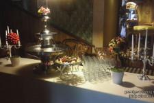Фонтан из шампанского и топиарии из фруктов