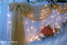 "Свадьба в стиле ""На балу у Золушки"" в белом зале ресторана ""Ренессанс"""